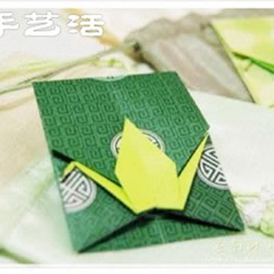 Origami envelope with crane