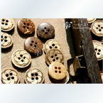 Coconut buttons, 1.2cm x 1.2cm x 0.3cm, 5 pieces